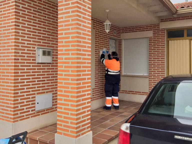 Los vecinos de Nava de la Asunción reciben la última partida de mascarillas