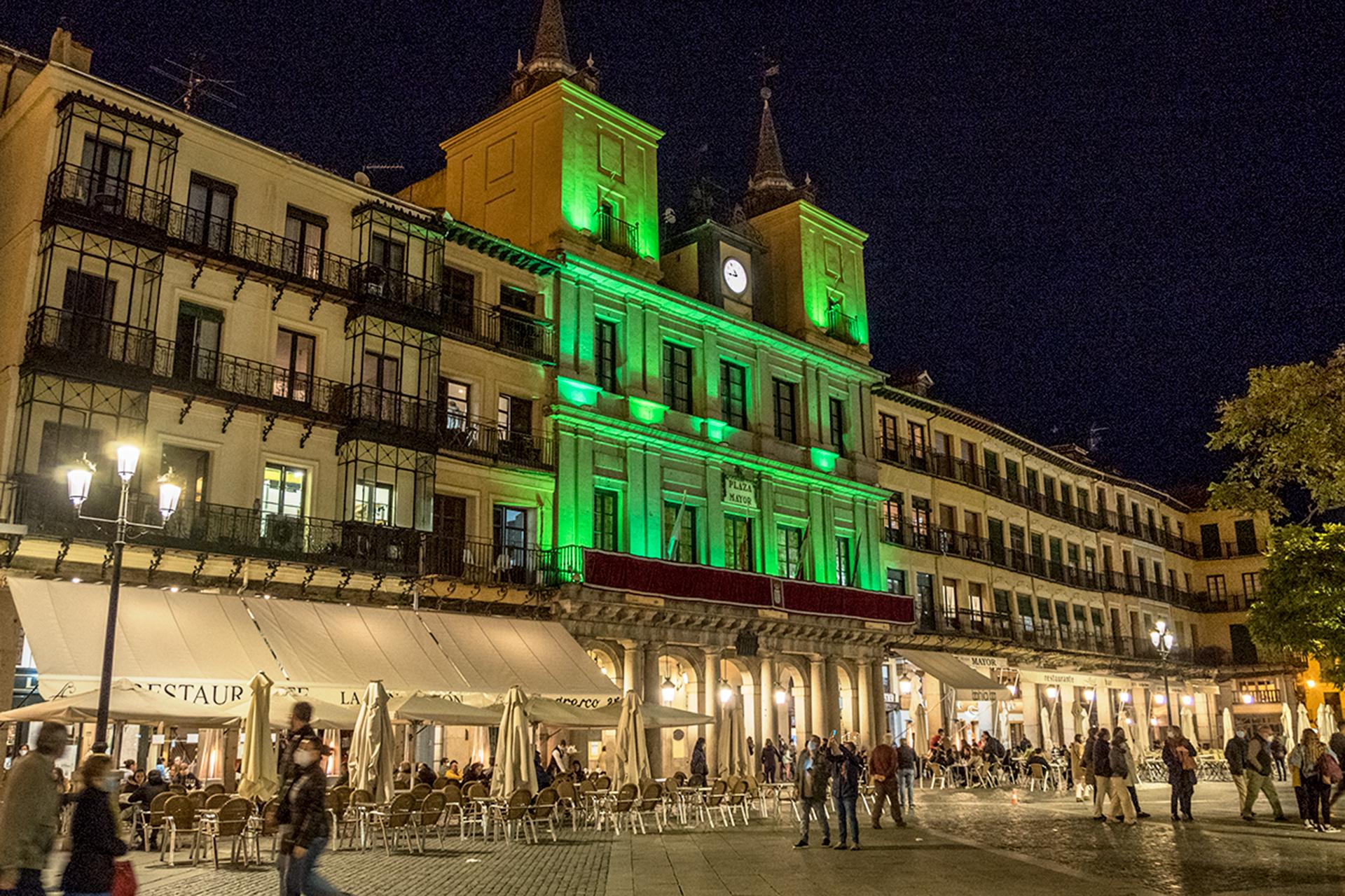 Segovia se ilumina en verde por la labor de las farmacias