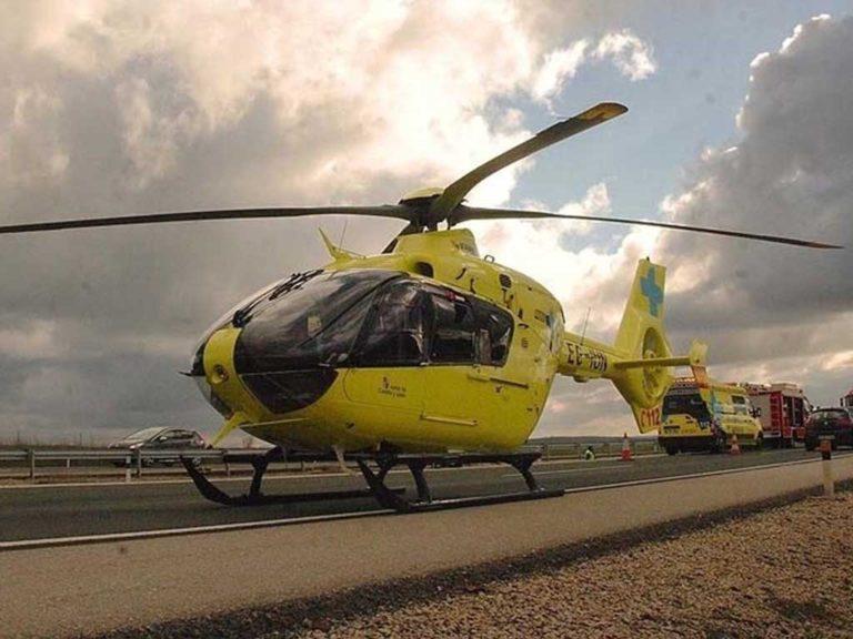 Evacuado en helicóptero un motorista tras sufrir una caída en Ayllón