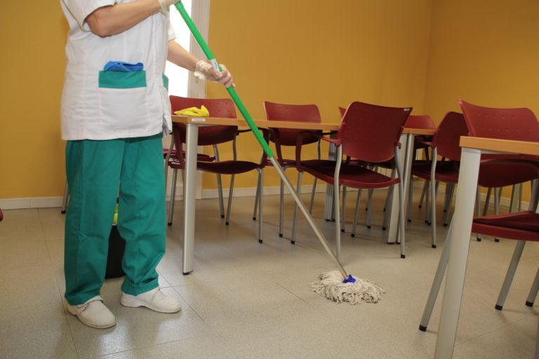 Tres limpiadoras trabajarán cada mañana en los colegios de Cuéllar