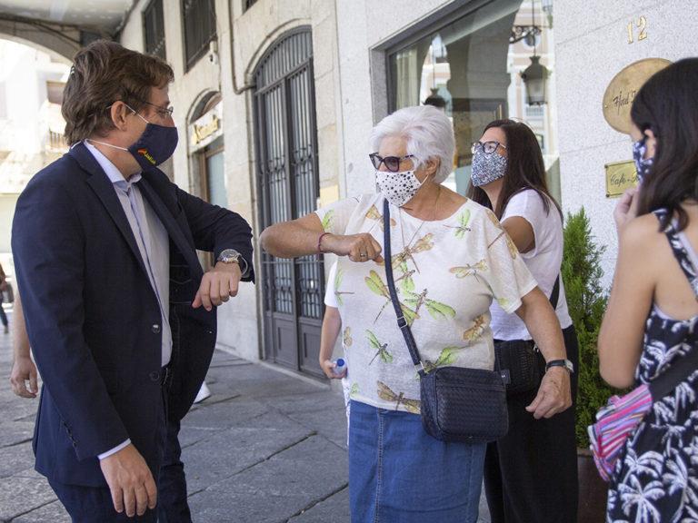Galería fotográfica reconocimiento de la FES al alcalde de Madrid por la ayuda prestada por el SAMUR