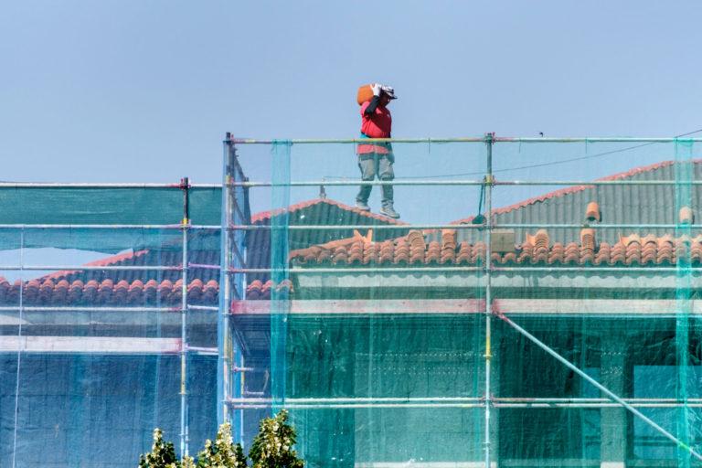 Los contratos de trabajo en la construcción duran el doble que en la industria