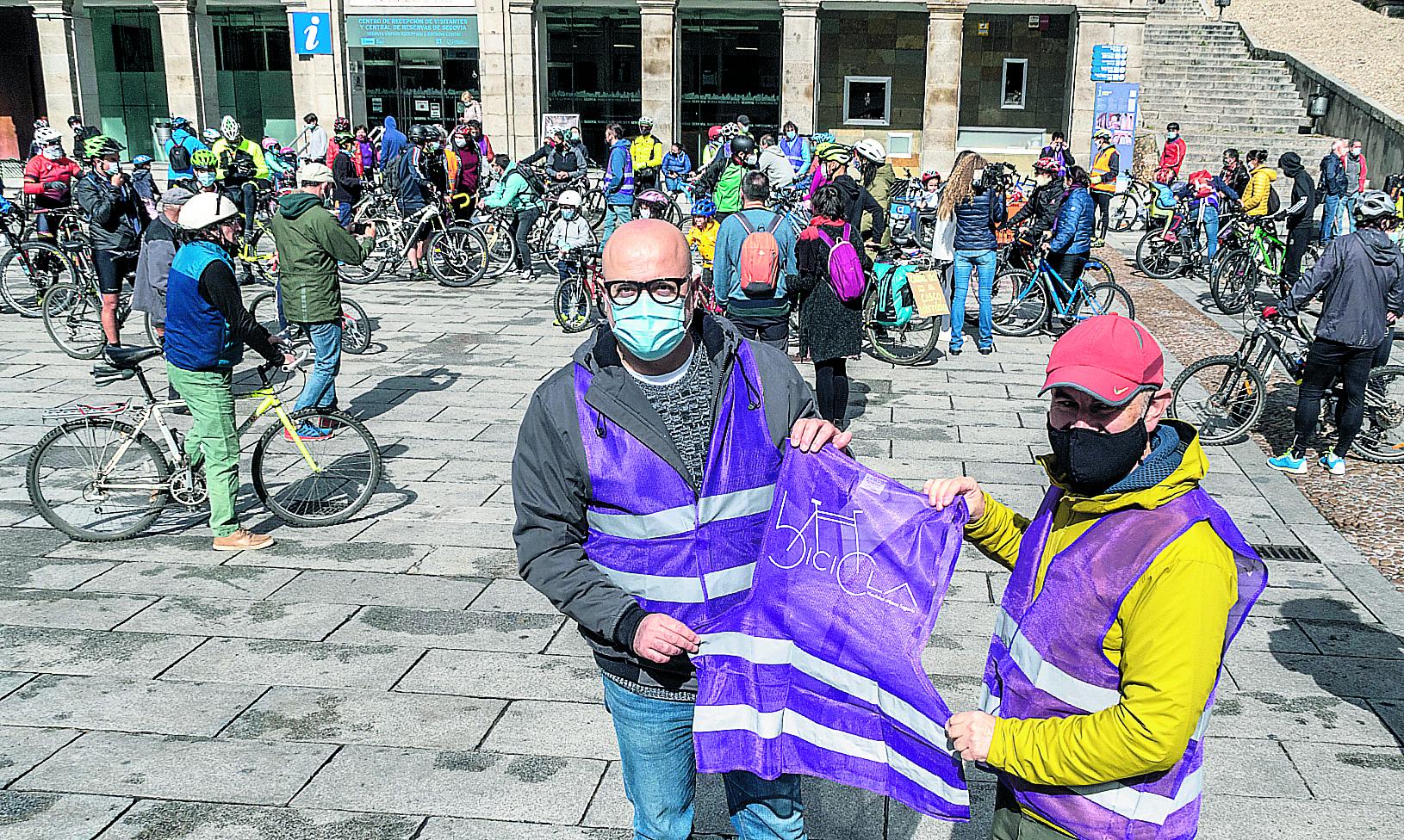 Bicicla pone a circular a más de un centenar de ciclistas