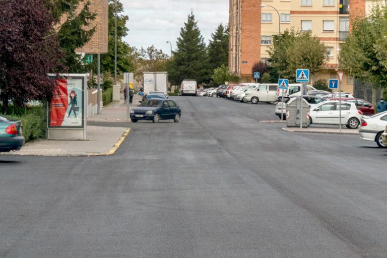 Continúa el Plan de Asfaltado en calles de La Albuera y en otras tres vías de la ciudad