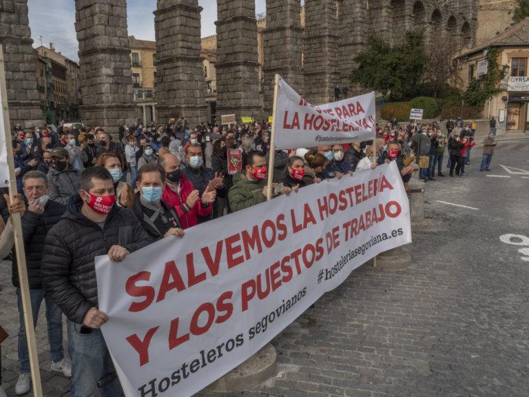 Los hosteleros salen a la calle contra las restricciones