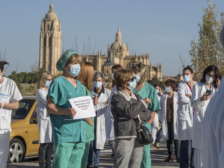 Los sanitarios se concentran en defensa de sus derechos laborales