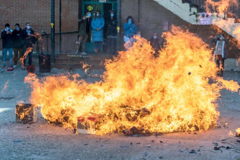 Fuego purificador contra la violencia y por la igualdad en el IES Giner de los Ríos