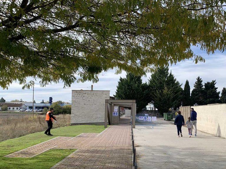 Control y calma en las visitas al cementerio de la villa de Cuéllar