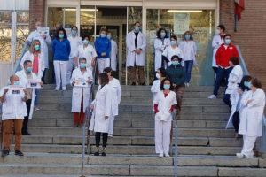 """Los sanitarios exigen la retirada del """"decretazo"""" de la Junta"""