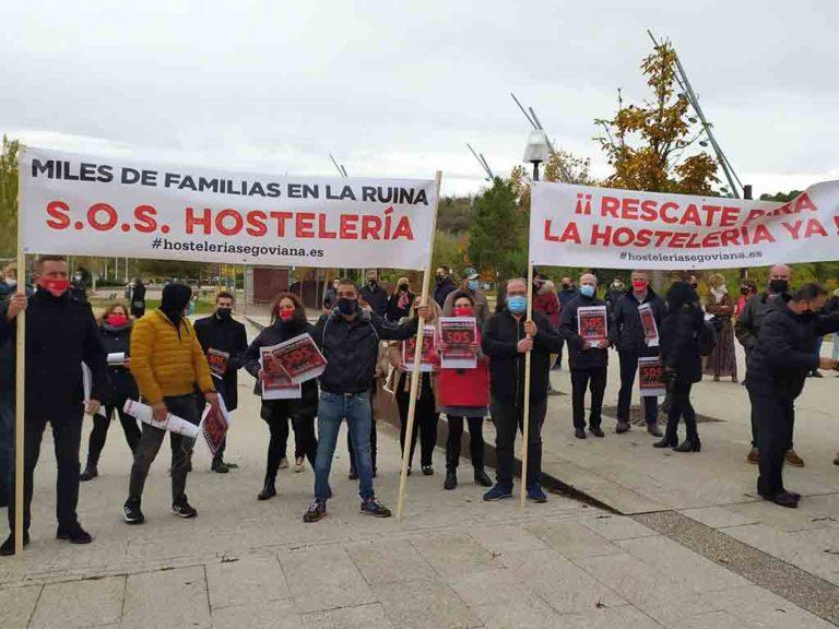 """La hostelería reclama ante las Cortes ayudas para un sector que quiere """"evitar la ruina"""""""