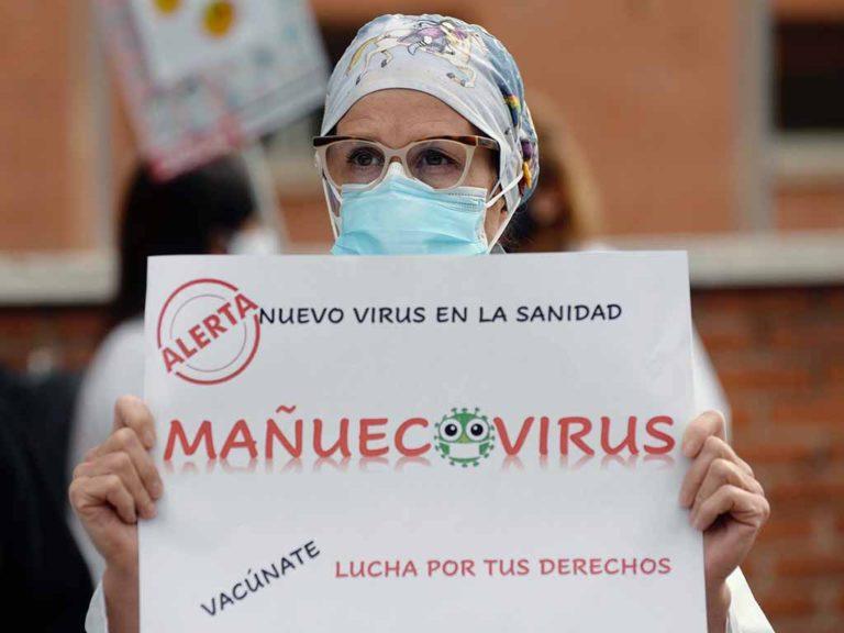 Sanitarios reclaman a las puertas de los hospitales la retirada del decreto