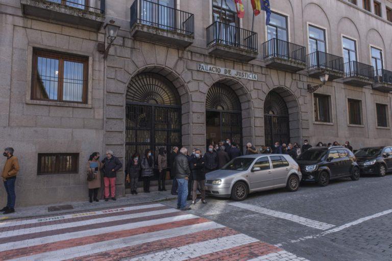 Concentración frente a la Audiencia Provincial contra la agresión a una jueza
