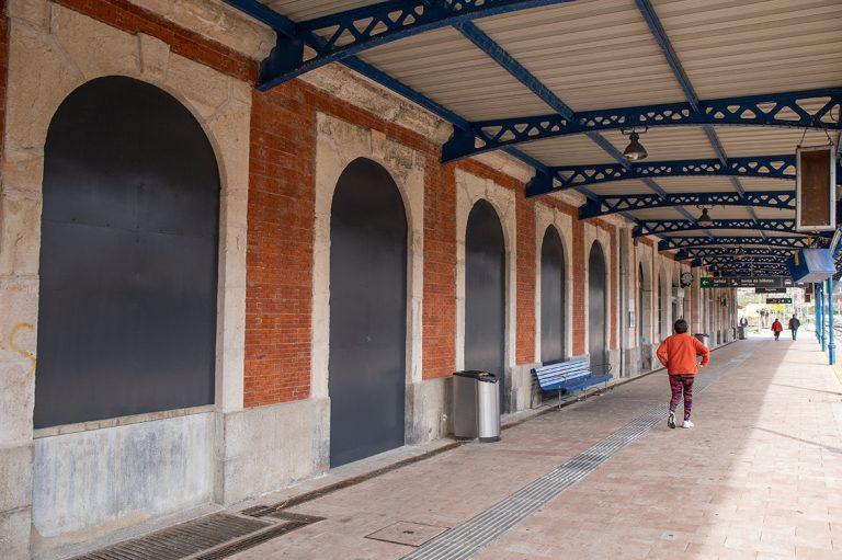 ADIF tapia los edificios de la Estación de Ferrocarril