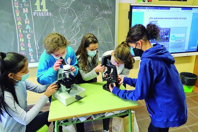 El colegio Fray Juan de la Cruz abre camino a las niñas en el mundo de la ciencia