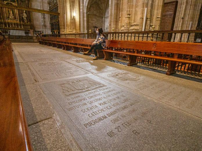 Tumba de Don Daniel Llorente y Federico en la Catedral de Segovia. Nerea Llorente.