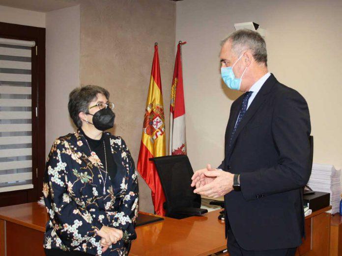 El delegado territorial con la nueva jefa del ST de Medio Ambiente