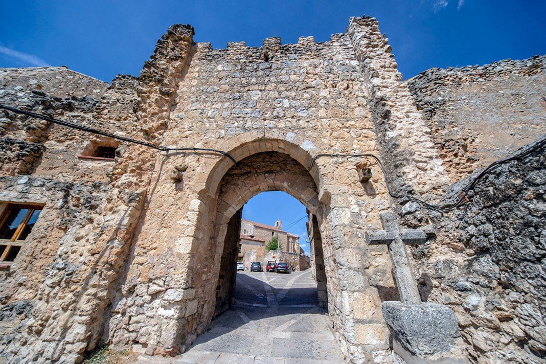 Maderuelo Puerta Villa