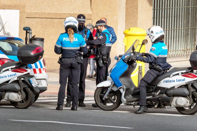 La Policía Local sancionó a 15 personas el sábado por mal uso de la mascarilla