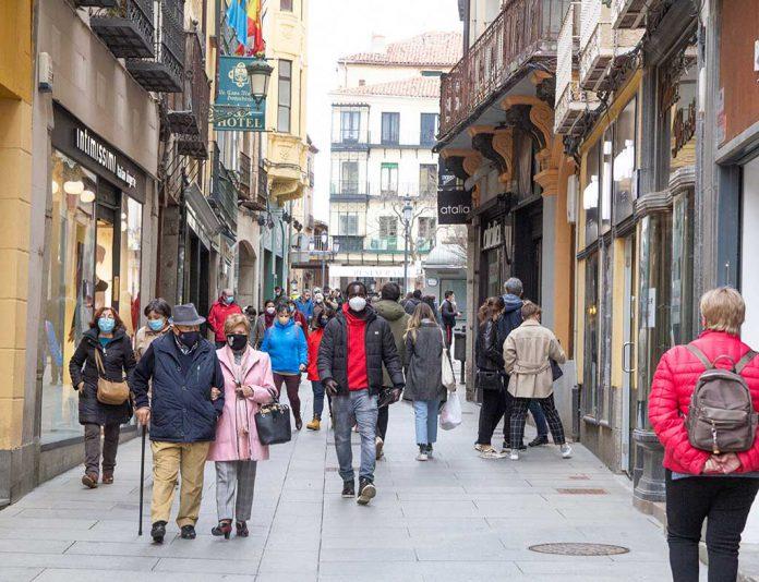 calle real gente coronavirus
