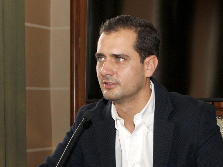 El PP exige a Luquero que retire la declaración institucional