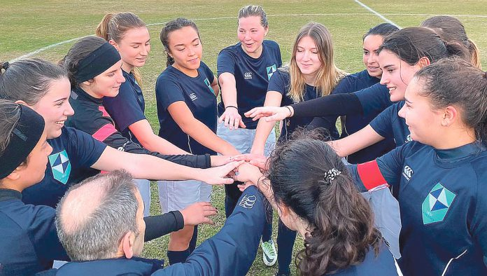 Equipo femenino de fútbol de IE University. IEU.