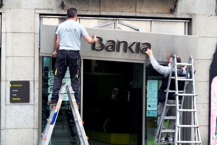 Bankia Sede Central Cambio Letreros Caixabank KAM6272