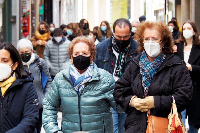 Calle Gente Mascarillas Coronavirus KAM4520