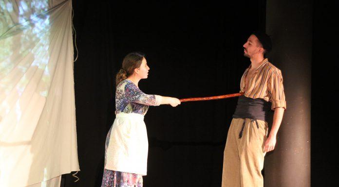 Escena teatral de 'Cierva acosada'