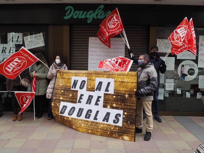 Perfumerias Douglas Concentracion Huelga ERE
