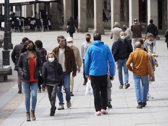 Calle Gente Mascarilla Coronavirus