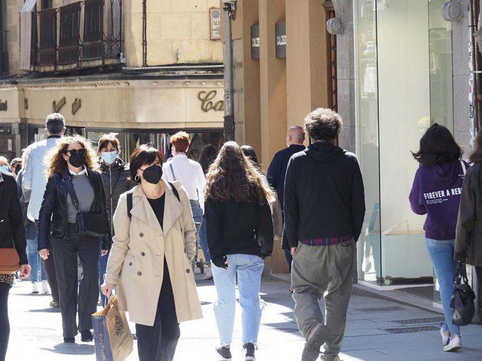 Calle Gente Mascarillas Coronavirus