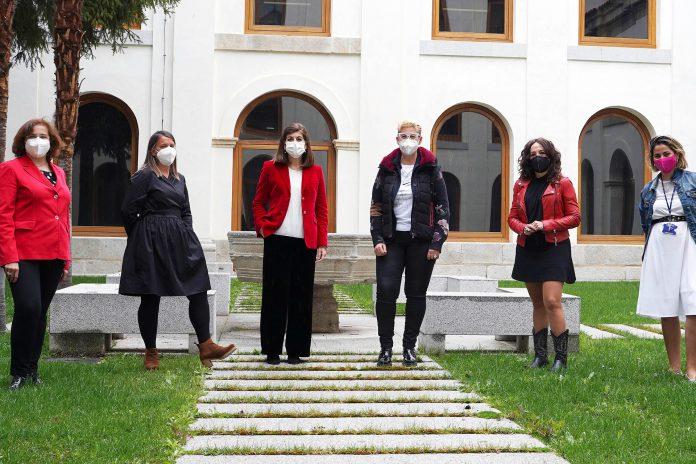 Representantes de la Diputación Provincial de Segovia visitan el Punto Violeta de IE University.