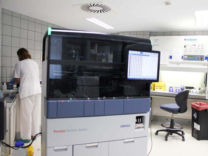 Equipo de analiticas PCR del Hospital