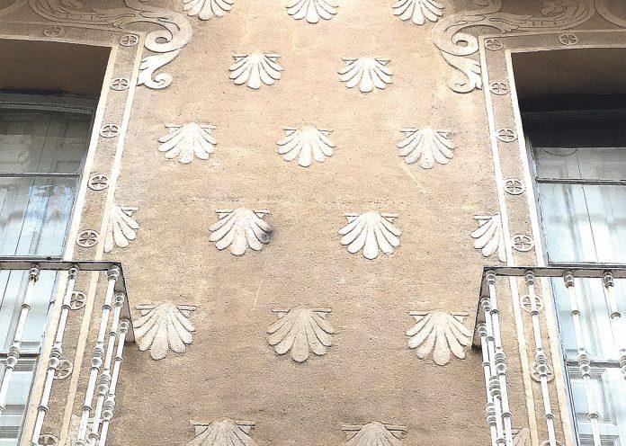 Las conchas colocadas al tresbolillo de la Casa de los Moreno. A. G. P.