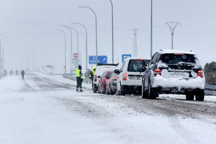 Nieve boceguillas aparcamiento camiones
