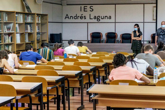 Selectividad EBAU IES Andres Laguna Coronavirus KAM7208