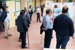 Esperas de más de una hora para ser vacunado en el 'Pedro Delgado'