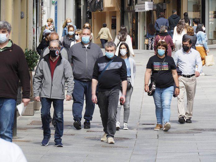 Calle Gente Mascarillas Coronavirus KAM4081