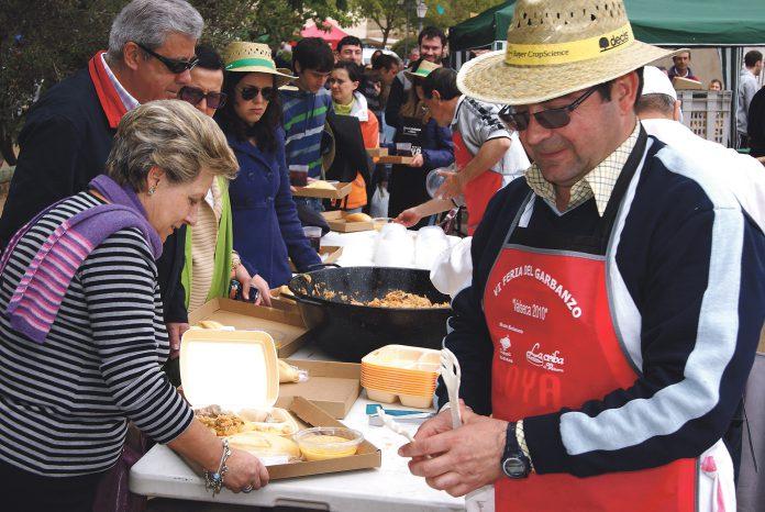 La Feria del Garbanzo de Valseca que se celebra en la festividad del patrón, San Isidro Labrados, supone un homenaje y promoción del producto. Álvaro Pinela.