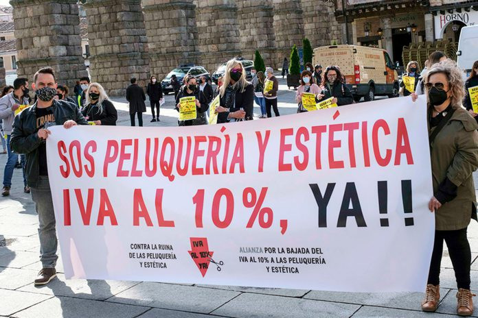Protesta del sector de la peluquería en Segovia. / KAMARERO