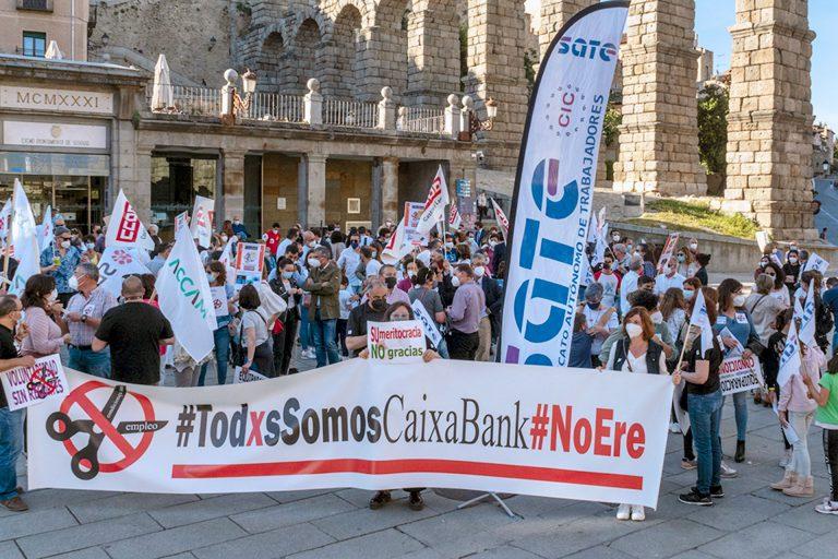 La plantilla de CaixaBank se echa a la calle para protestar por el ERE