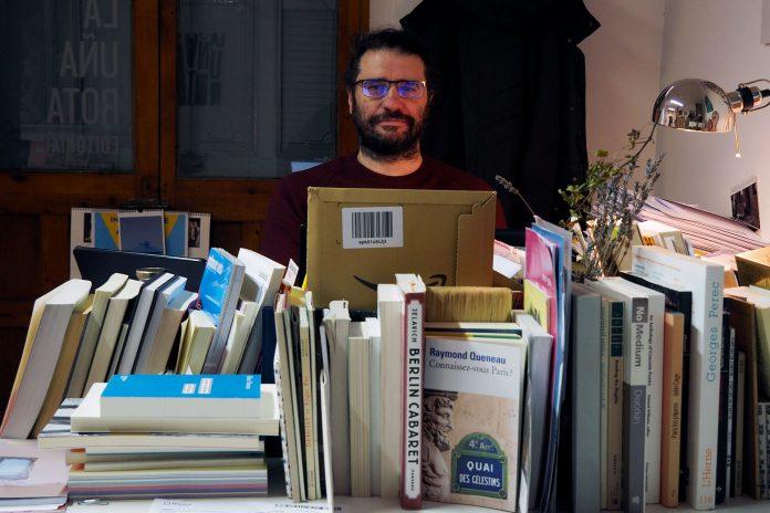 El segoviano Carlos Rod se adentró en el mundo de la edición de libros en 1996, tras terminar sus estudios de Publicidad, junto a otros tres compañeros. / KAMARERO