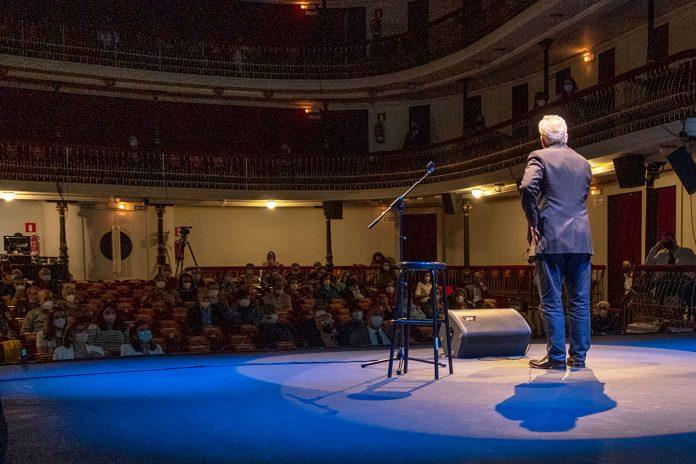 Teatro Juan Bravo Fin Curso Aulas Manualidades Leo Harlem KAM2185