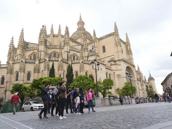 Turistas Catedral de Segovia KAM