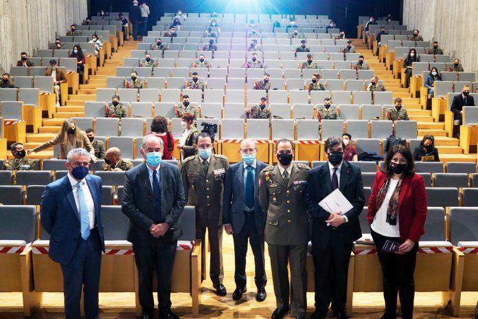 Las jornadas 'Encuentros: Valores democráticos y Fuerzas Armadas' se organizan desde el año 2012. / KAMARERO