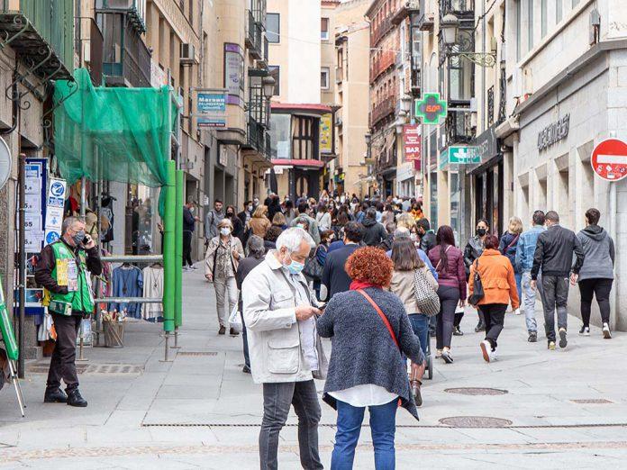 calle gente paseando coronavirus