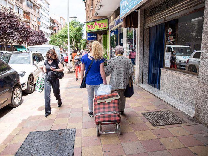 gente paseando segovia coronavirus jose zorilla comercio