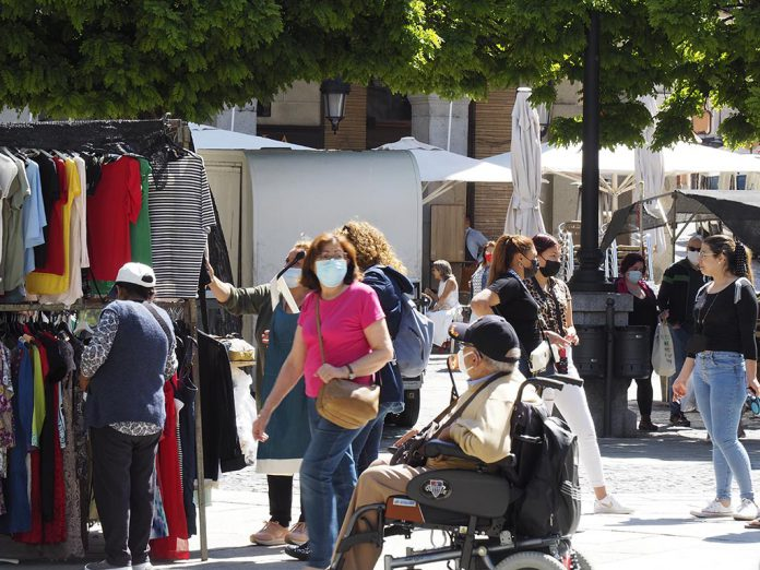 Calle Gente Mascarilla Coronavirus KAM7140