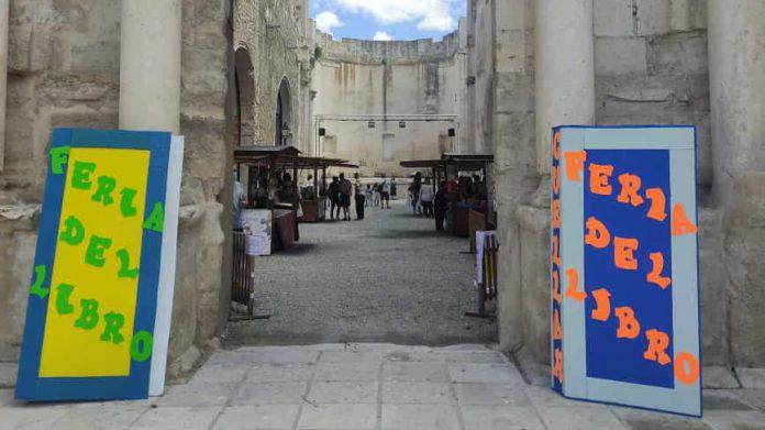 Cuentacuentos celebrado el sábado por la tarde en el entorno de la Feria del Libro.