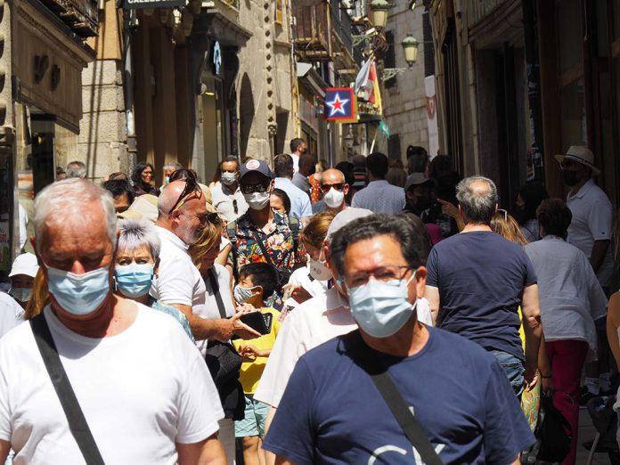 Calle Gente Mascarillas Fin Prohibicion Turistas Coronavirus